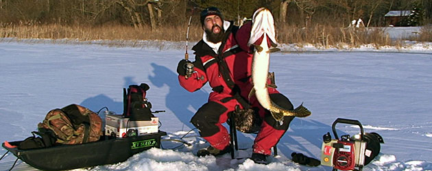 D r sports center two day free ice fishing show for Ice fishing show